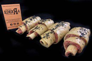 Croissant de carne relleno de crema de frutos rojos y foie